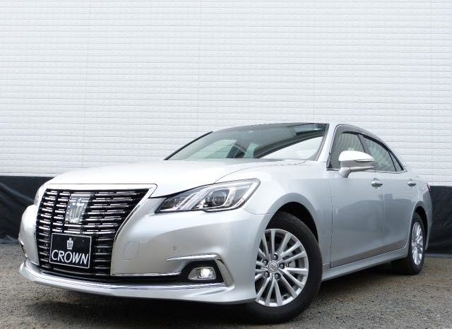 TOYOTA CROWN ROYAL SALOON MODEL 2016 full